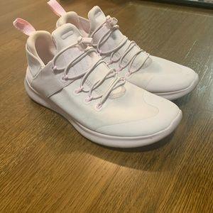 Nike commuter tennis shoe size 7.5 light pink